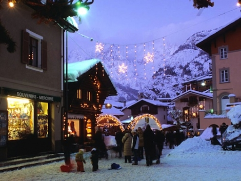 Courmayeur's attractive centre is the place to promenade Italian style