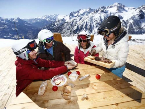 Lunch on the mountain in Serre Chevalier Vallée. Image ©Agence Zoom
