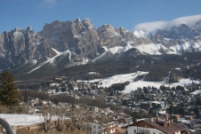 Snapper Riley frustrated by cloud in super-scenic Cortina