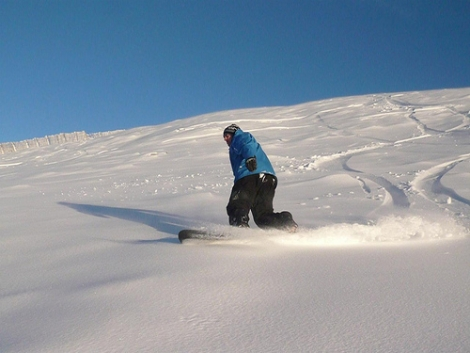 Skiing and snowboarding in Scotland declined over the 2013/14 season
