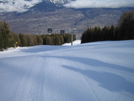 Dave's favourite run in the Veysonnaz area – the steep, rolling Piste de l'Ours red, with fab views down to the Rhône valley