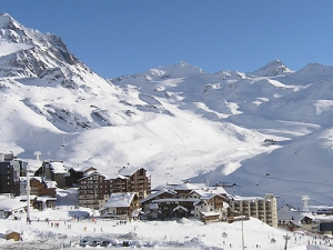 Skiing continues in Val Thorens
