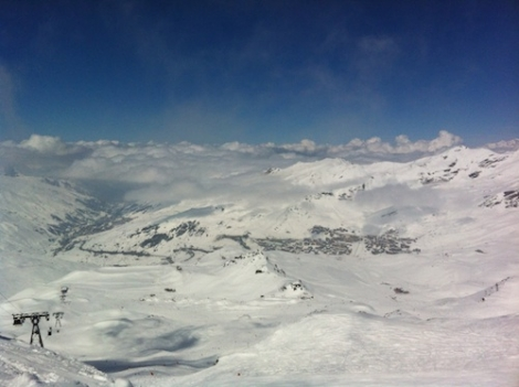 Val Thorens is bathed in great snow and lots of sunshine: why stop skiing now?