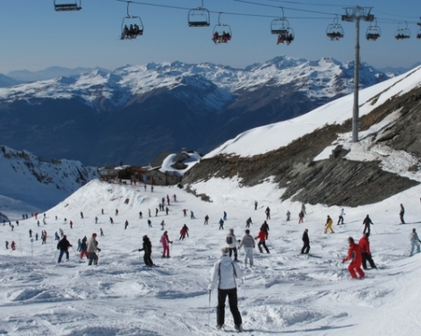 Crystal Ski and Evolution 2 will offer social skiing in La Plagne and other French resorts
