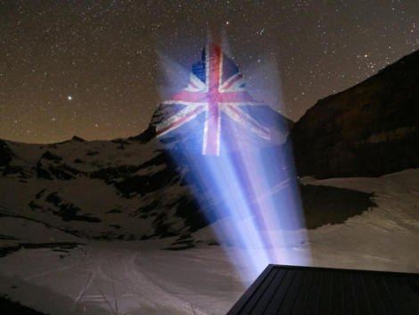 As the coronavirus toll hit 980 in the UK yesterday, Zermatt sent a sign of solidarity