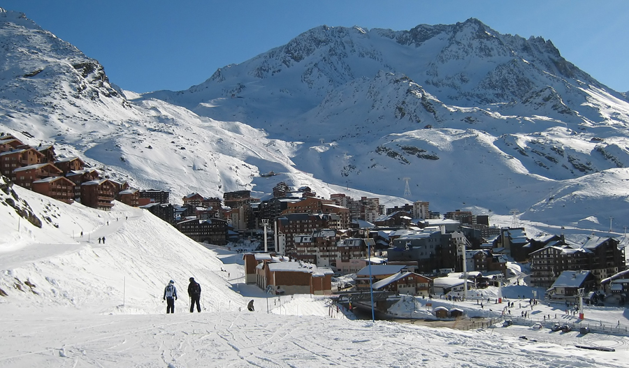 Val Thorens resort and mountains